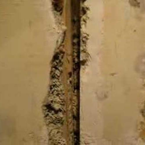 Как шпаклевать дверные щели?!
